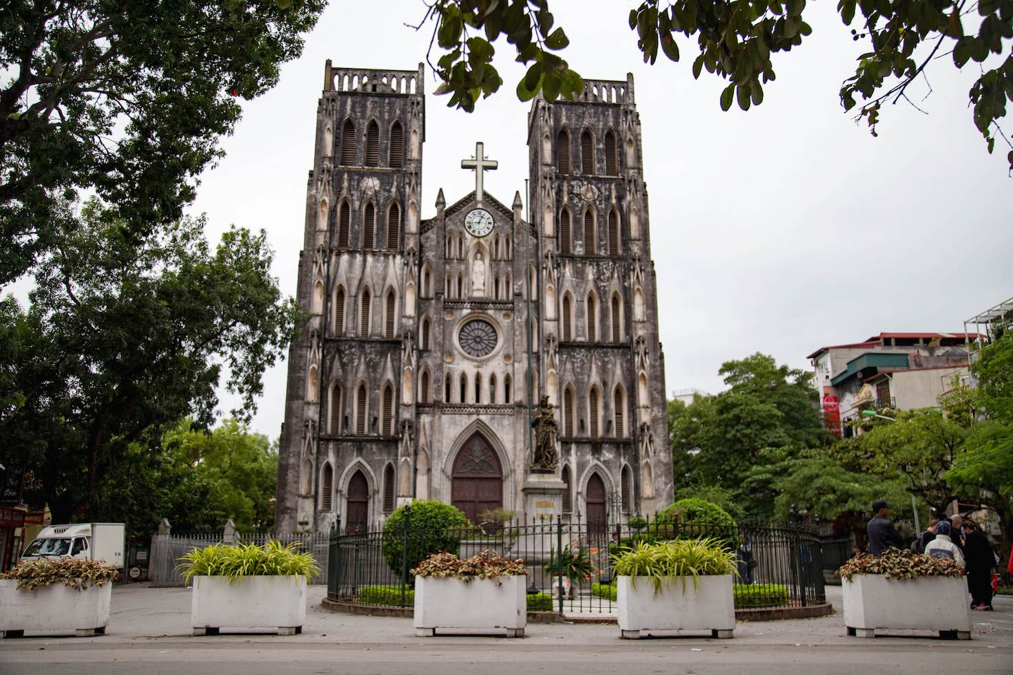 Hanoi-moments of yugen-Cathedral