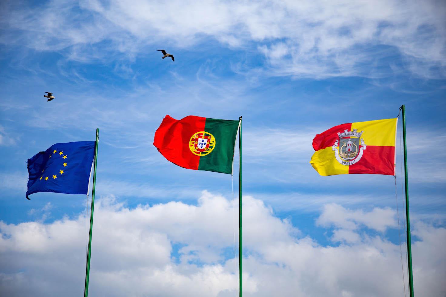 nazare-seven-skirts-portugal-moments-of-yugen-travel-blog_04